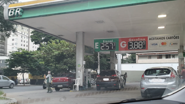 Preço dos combustíveis cai pela décima vez em 2020