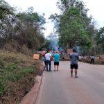 Moradores fecham estrada em protesto contra a Vale